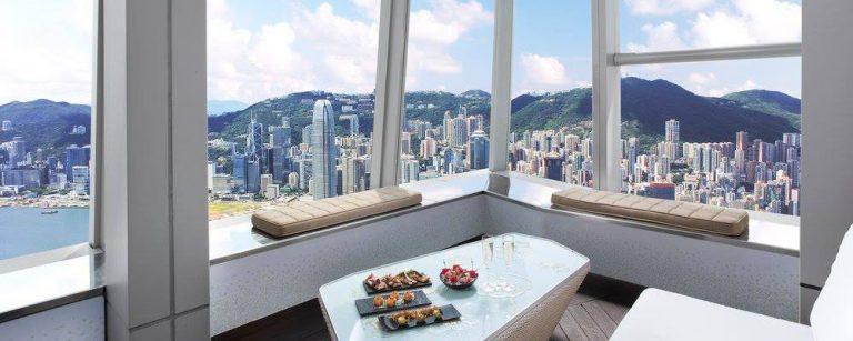 Chef brasileiro comanda a cozinha do bar mais alto do mundo, no 118º andar