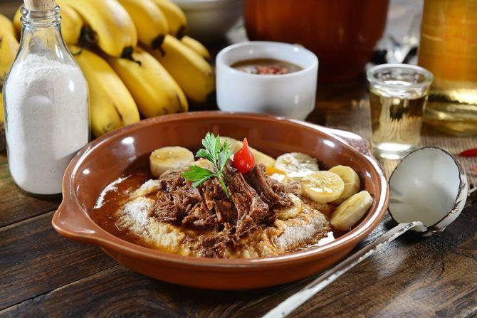 Barreado é uma das opções oferecidas pelo restaurante Farnel. O prato custa R$20.  Foto: Divulgação.