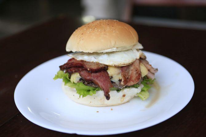 Big Batel, sanduíche do X-Picanha. Foto: Albari Rosa/Gazeta do Povo