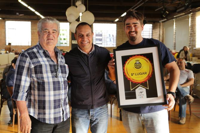 À esquerda, o proprietário César Carrijo e, à direita, o chef e proprietário Rafael Alves Nogueira. Foto: Guilherme Alves