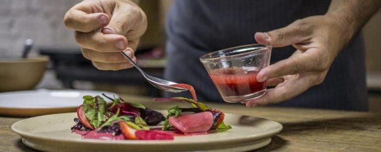 Como usar plantas medicinais na cozinha: chef especializado dá as dicas