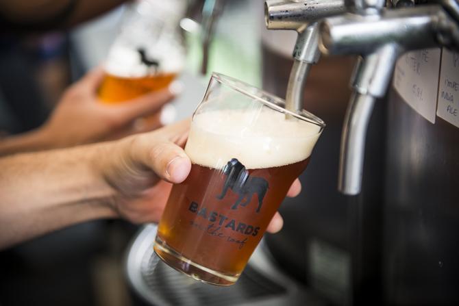 Você também poderá participar de uma visita à fábrica das cervejas Bastards. Foto: divulgação