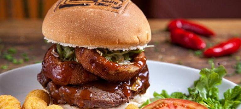 Em maio, restaurante vai vender hambúrgueres pela metade do preço