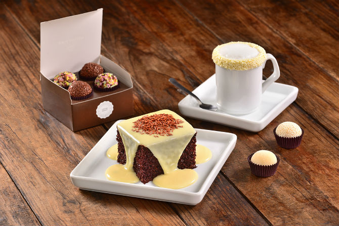 Brigadeiros, bolo e chocolate quente do O Famoso Brigadeiro. Foto: Marcelo Krelling.