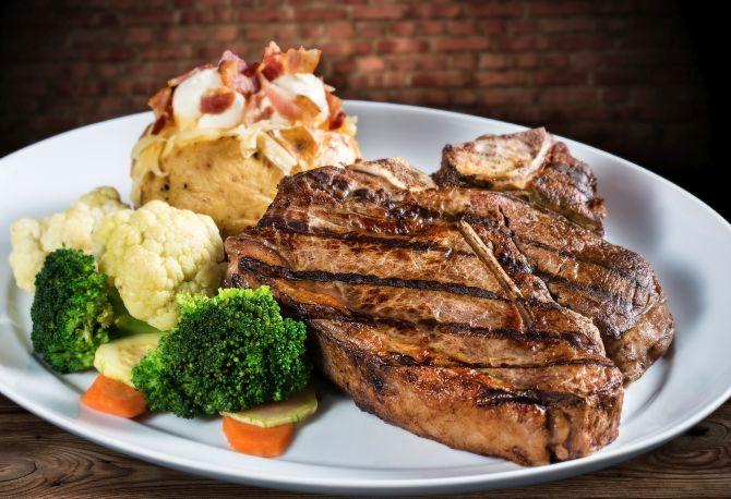 A porção de t-bone do Rock & Ribs tem aproximadamente 500 g de carne. Foto: Divulgação