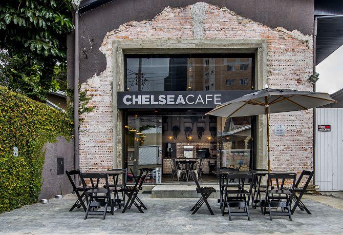 Comuns no bairro Chelsea, um barracão reformado deu lugar ao café. Foto: Letícia Akemi/Gazeta do Povo