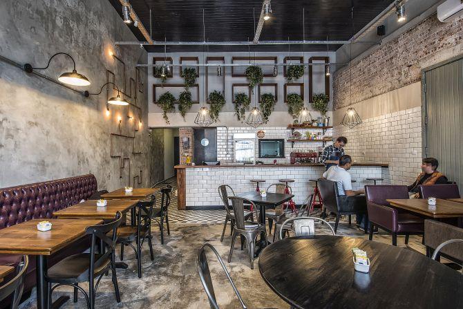 Chelsea Cafe tem inspiração novaiorquina na decoração e no menu. Foto: Letícia Akemi/Gazeta do Povo