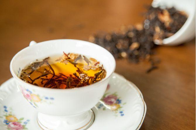 Blend de chá preto com sepalika (flor do Sri Lanka), um dos exclusivos da futura casa Caminho do Chá. Foto:  Fernando Zequinão/Gazeta do Povo
