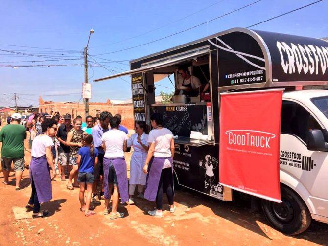 GoodTruck leva a comunidades refeições preparadas com comida que iria para o lixo. Foto: Divulgação