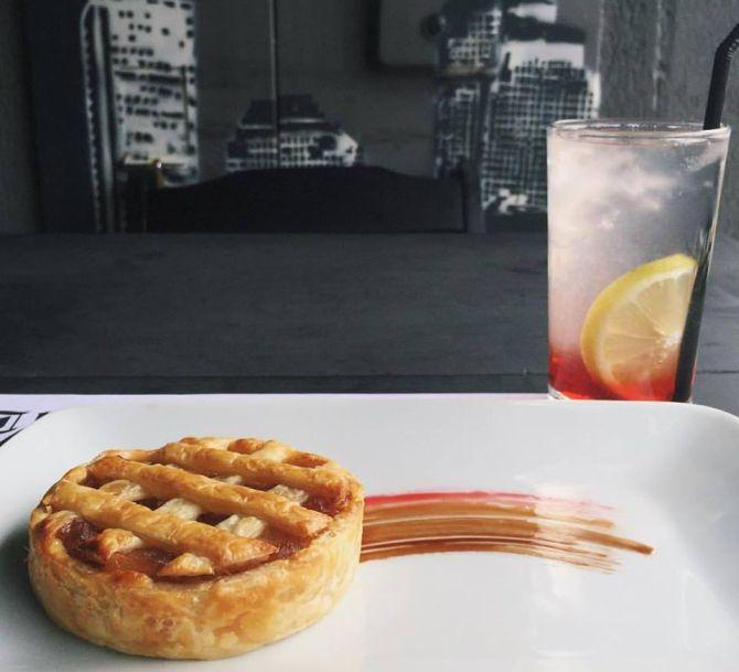 Torta de maçã e Pink lemonade. Foto: Divulgação