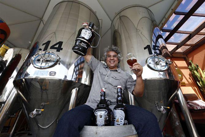 O professor Samuel Cavalcanti, da Bodebrown, ajudou a formar boa parte dos cervejeiros locais. Foto: Albari Rosa/Gazeta do Povo.
