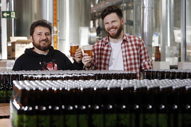 Alessandro Oliveira e Alejandro Winocour levaram sua Way Beer ao mercado norte-americano. Foto: Albari Rosa/Gazeta do Povo.