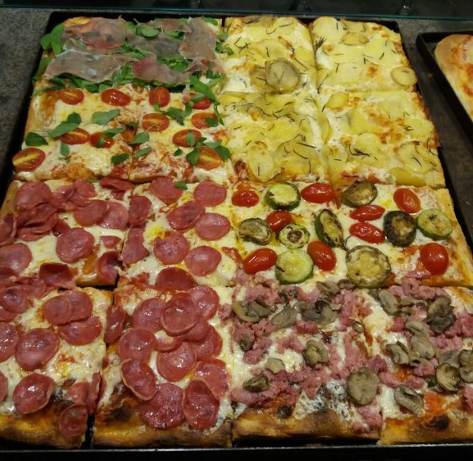 A Balbi Pizza al Taglio serve oito sabores salgados. Foto: Divulgação.