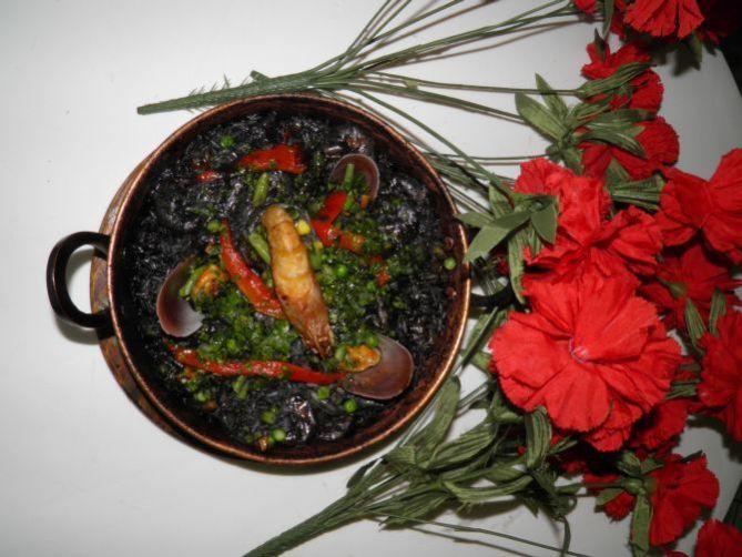 paella negra do restaurante pata negra