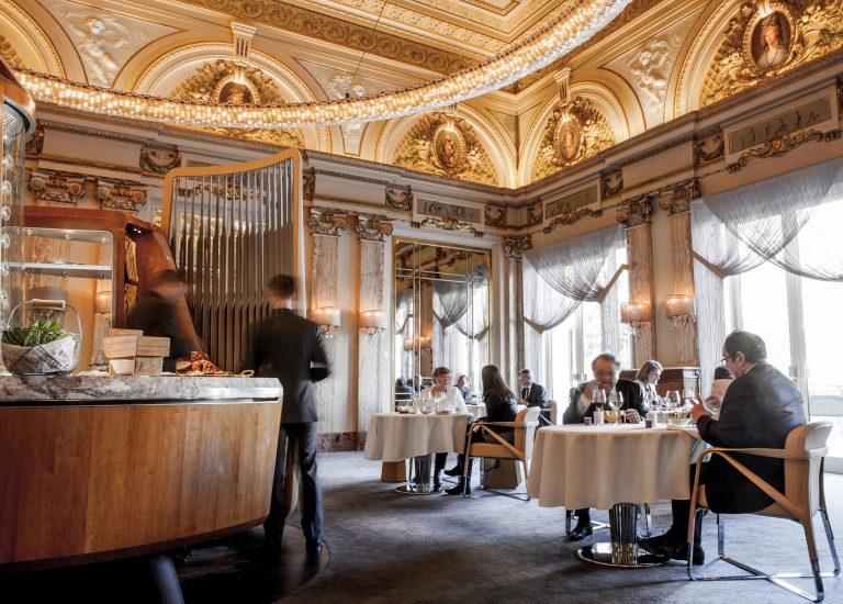 Vídeo mostra como é jantar em restaurante 3 estrelas Michelin em Montecarlo