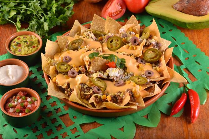 Na versão vegana, os nachos são feitos com chili de carne de soja e cheddar de abóbora. Sai por R$ 43,80.