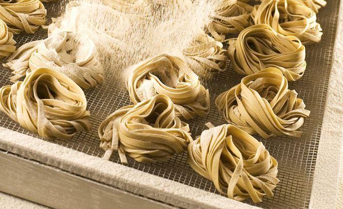 Ninhos de talharim: as massas são produzidas artesanalmente na fábrica da confeitaria que fica nas Mercês. (Foto: Divulgação)
