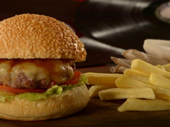 Onde comer hambúrguer por até R$ 10 em Curitiba