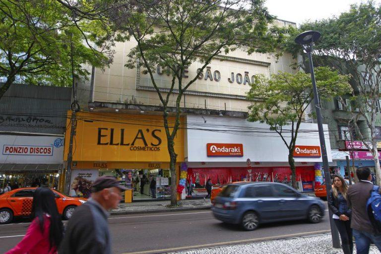 Cine São João abriga atualmente duas lojas. Foto: Antônio More/Gazeta do Povo