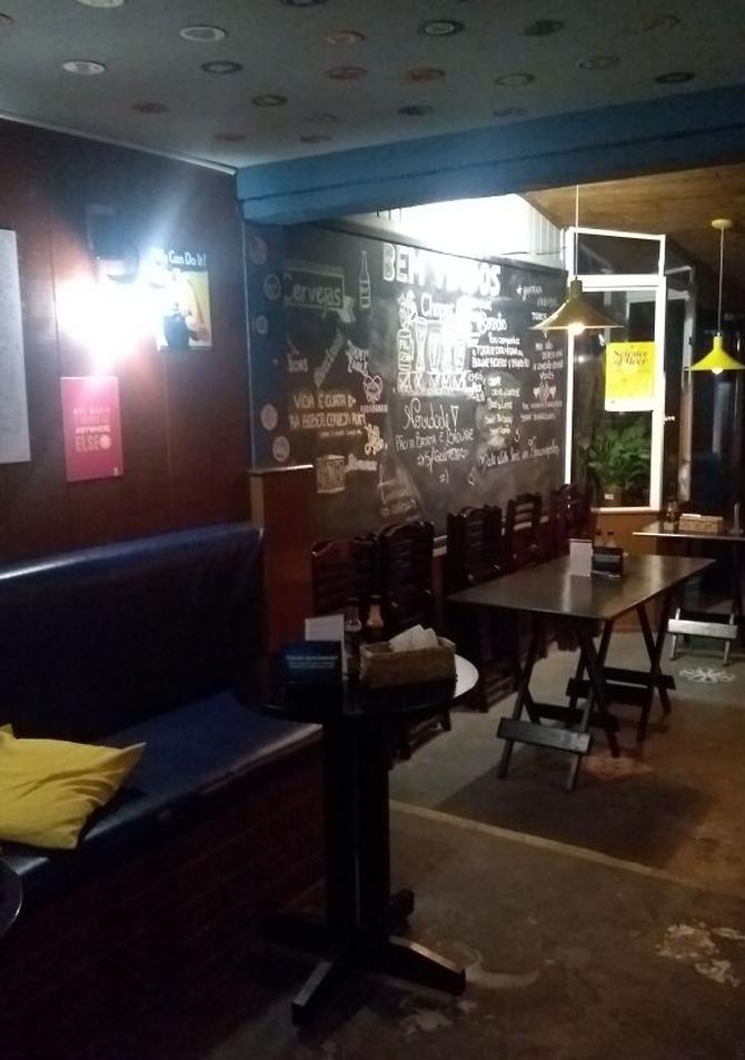 O Carne e Malte Burguer Bar fica no bairro Coqueiros, na região continental de Floripa.