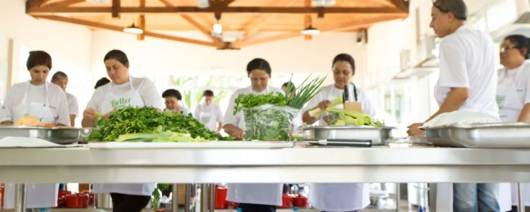 Chefs renomados de Curitiba dão curso gratuito para moradores da CIC