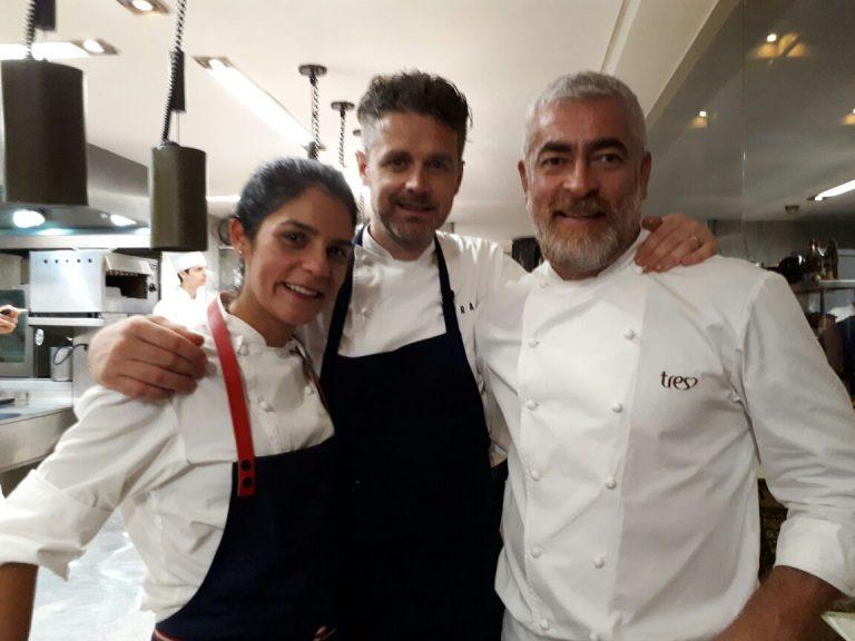 Manu ao lado dos chefs Jock Zonfrillo (centro) e Alex Atala, em 2017, durante jantar magno no Dalva e Dito, restaurante de Atala. Foto: Flávia Schiochet/Gazeta do Povo