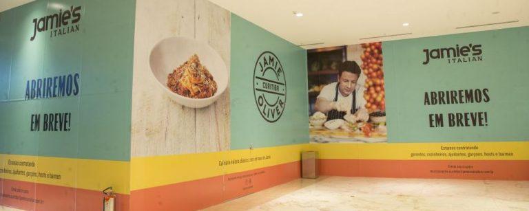 Tapumes da obra do novo restaurante Jamie's Italian no Pátio Batel. (Foto: Hugo Harada/Gazeta do Povo)