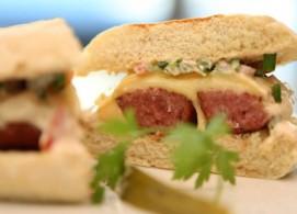 Sanduíche de linguiça Blumenau