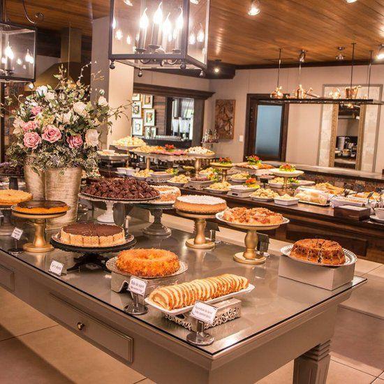O café colonial da Fluss Haus oferece dezenas de pratos típicos da culinária alemã, além dos doces fabricados na casa. Foto: Divulgação