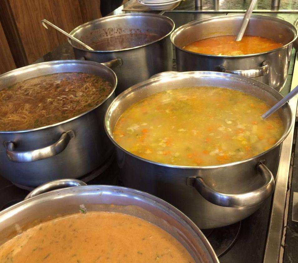 Buffet de sopas do Happy Burger. Foto:Divulgação
