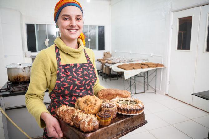 Chef Amanda Marfil trabalha com ingredientes  integrais e orgânicos, além de frutas e legumes da estação. Foto: Fernando Zequinão/Gazeta do Povo