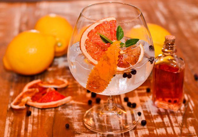 Drink vencedor do Prêmio Bom Gourmet 2017: Rosé Quartz, criação de Diego Bastos, do Officina, uma variação de gim tônica. Foto: Divulgação