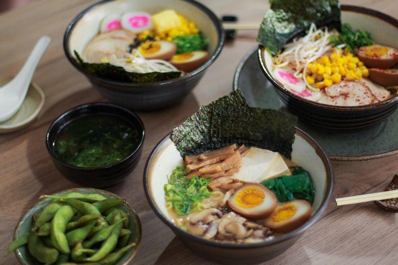 Prato tipicamente japonês tem macarrão e caldo como base e diversos acompanhamentos. Foto: Divulgação.