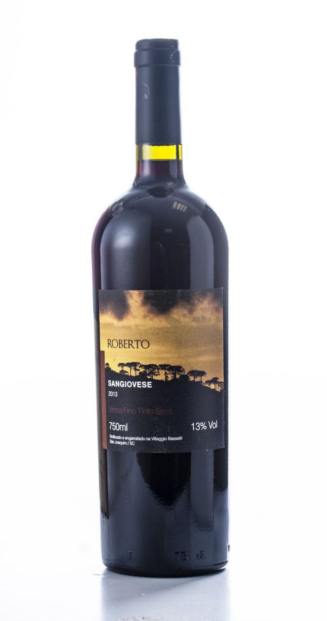Fotos de garrafas de vinhos no fundo branco  18/05/2018 - Curitiba.