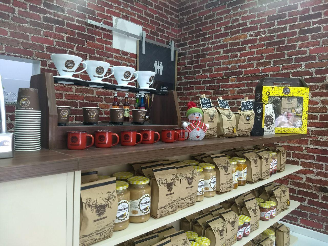 Mais de 80 produtos entre compostas, doces, cachaças e pimentas estão disponíveis no Empório mineiro Cheirin Bão. Foto: Divulgação