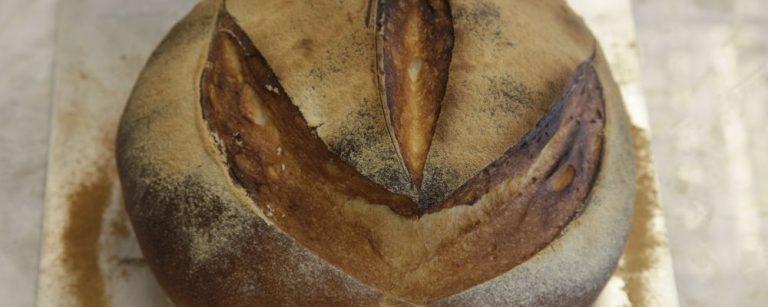 Faça em casa! Aprenda uma receita deliciosa de pão rústico