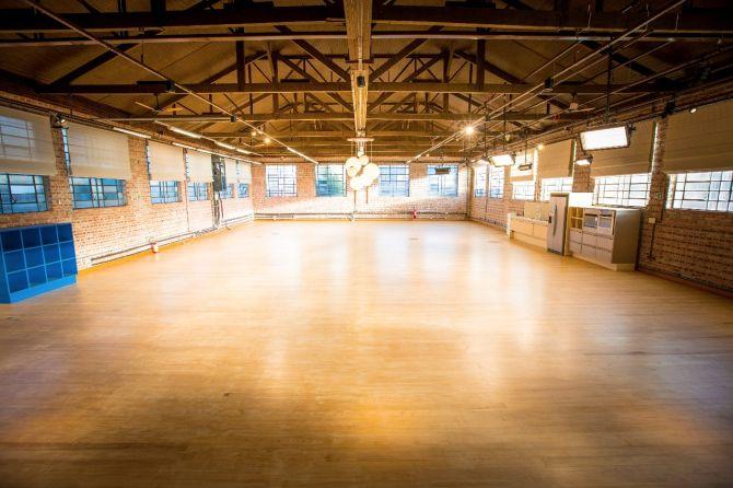 Espaço industrial de 320 m² para eventos funciona anexo ao local. Foto: Divulgação
