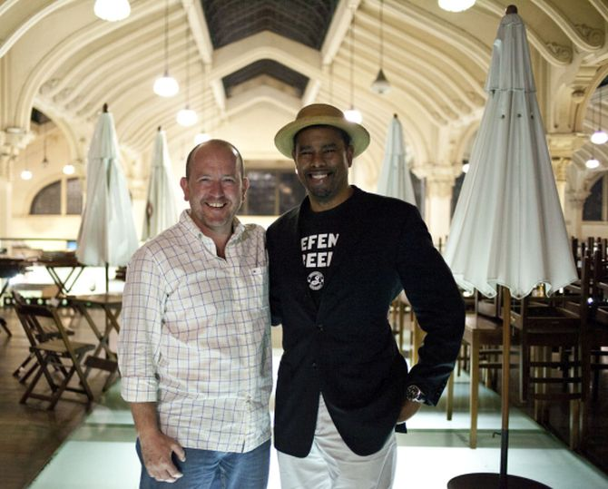Iron Mendes e Garrett Oliver, mestre cervejeiro da Brooklyn. Foto: Divulgação