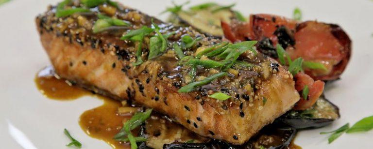 Passo a passo para fazer um salmão grelhado ao estilo asiático