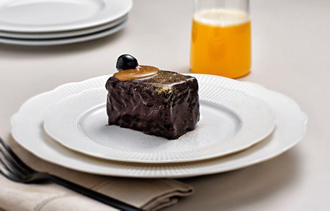 A delicadeza também é retratada nas redes sociais, como a torta chocomelodrama, da Caramelodrama. Foto: Alexandre Mazzo/Gazeta do Povo