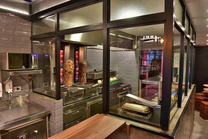 O Don Kebab reformou a unidade da Vicente Machado. Todas as lojas estão padronizadas. Foto: Marcelo Krelling/ Divulgação
