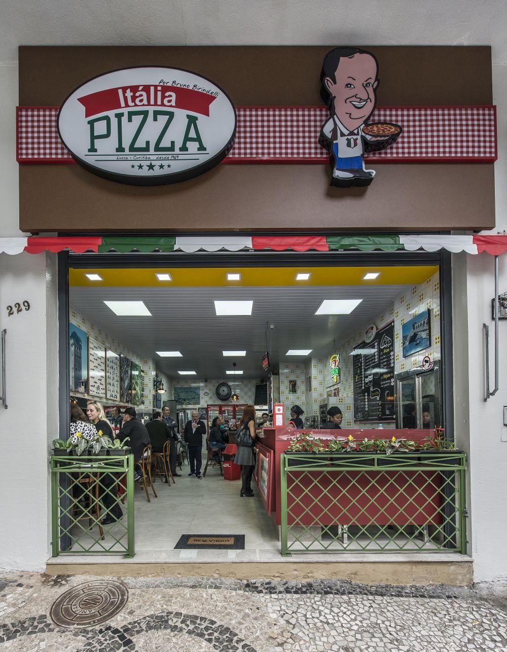 A nova fachada da Pizza Itália, então Lanches Itália, no centro de Curitiba. Foto: Letícia Akemi / Gazeta do Povo