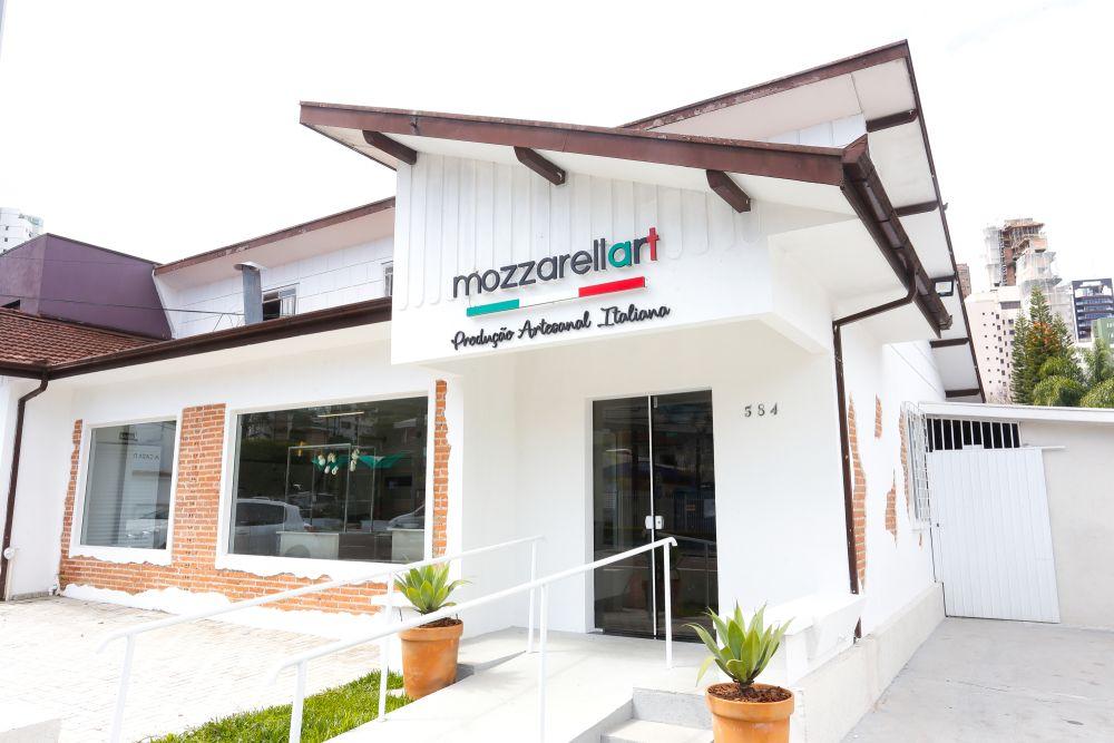 Os queijos do Mozzarellart são fabricados com leite fresco de produtores da região metropolitana. Foto: Valterci Santos/divulgação.