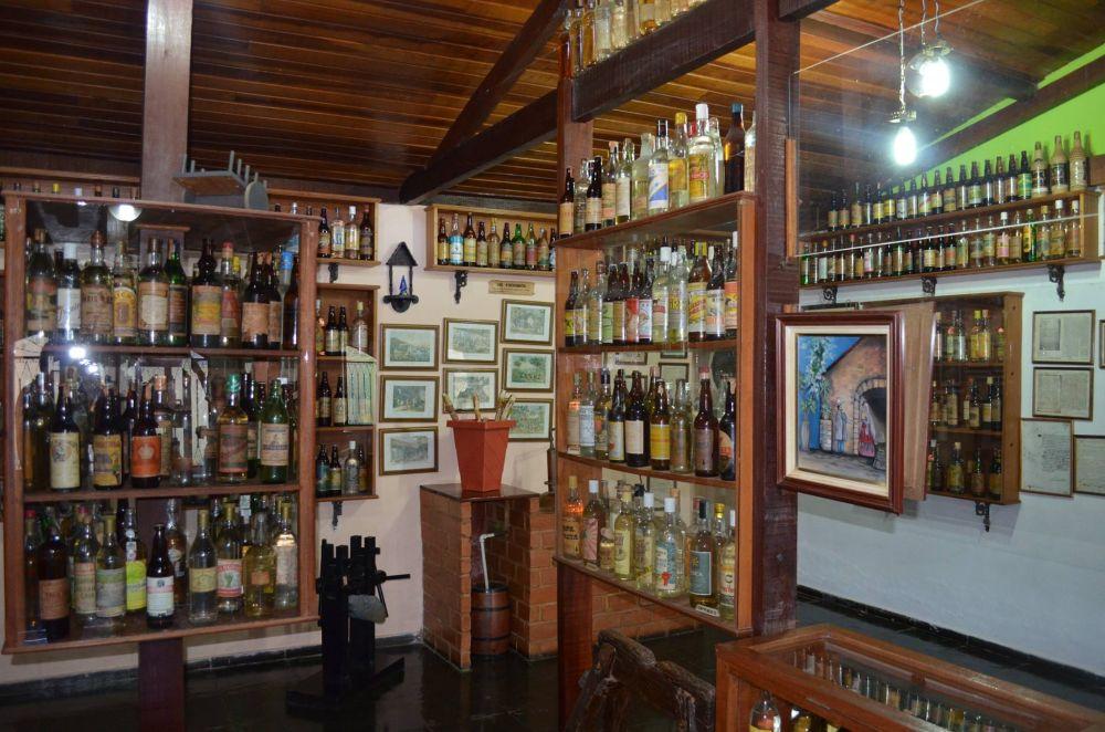 O museu é particular e anexo a uma fábrica de cachaça. Foto: reprodução Facebook.