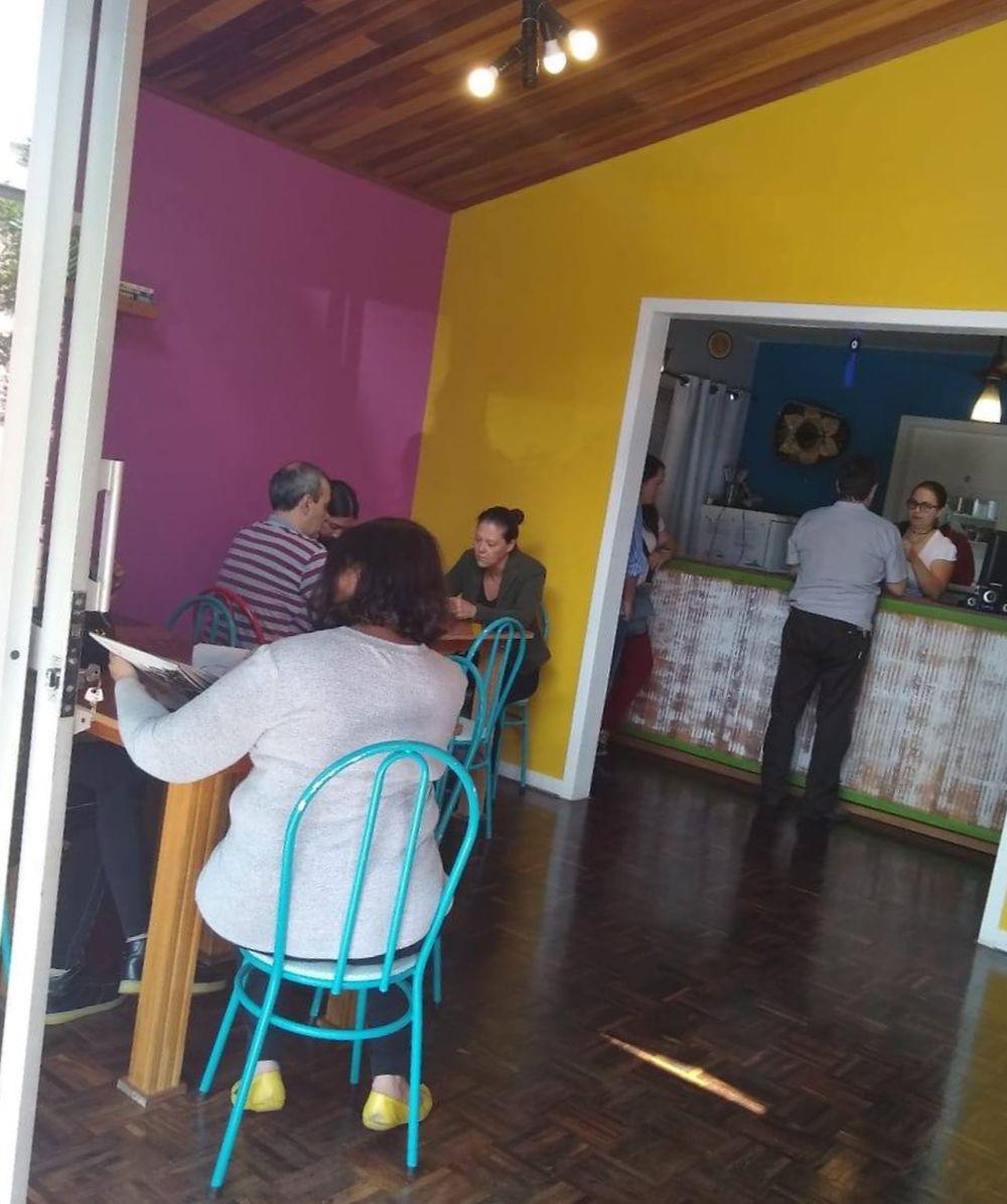O pequeno restaurante serve pratos feitos na faixa de R$ 17,90. Foto: reprodução Facebook.