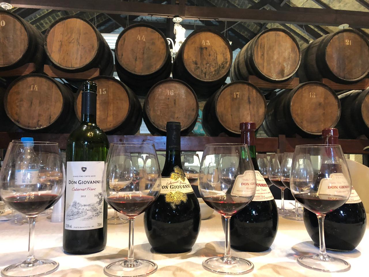 Já ouviu falar em degustação vertical de vinhos? Entenda como é feita