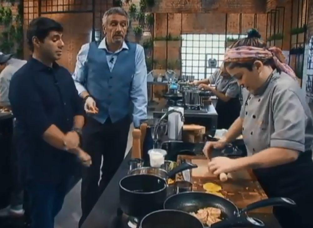 Bia tentou preparar uma releitura de tostones, um petisco de banana-da-terra tradicional em países latinos. Foto: reprodução/Record TV.