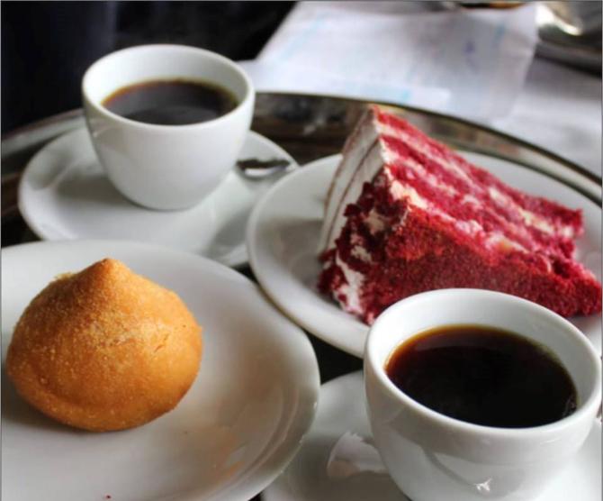 Café coado, coxinha de jaca e red velvet. Foto: divulgação