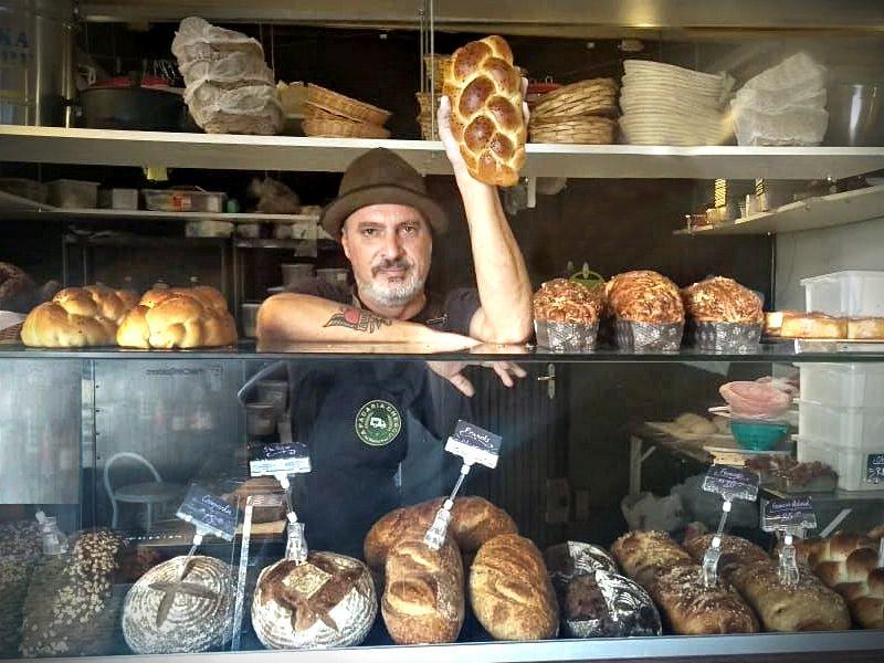 Marcelo França, da A Padaria Chegou, utiliza apenas fermentação natural para produzir os pães vendidos. Foto: divulgação.