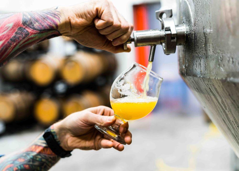 A maior parte das novas cervejarias é tocada por jovens empreendedores. Foto: Unsplash.
